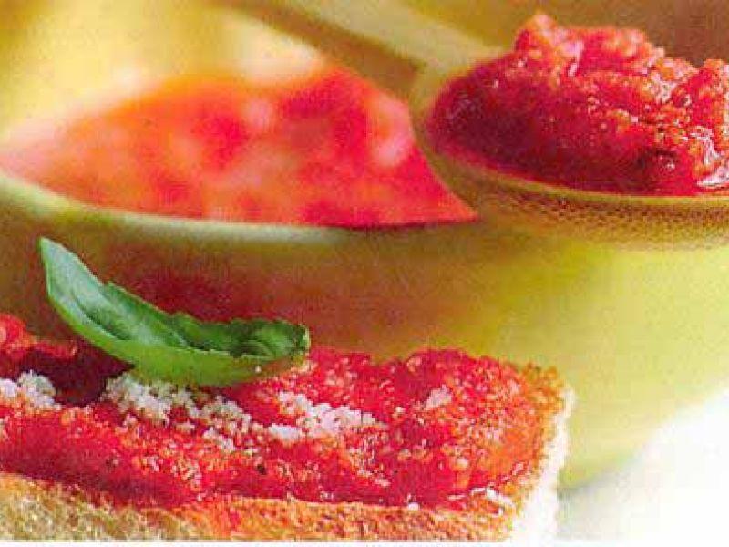 Bruschetta with tomato pesto