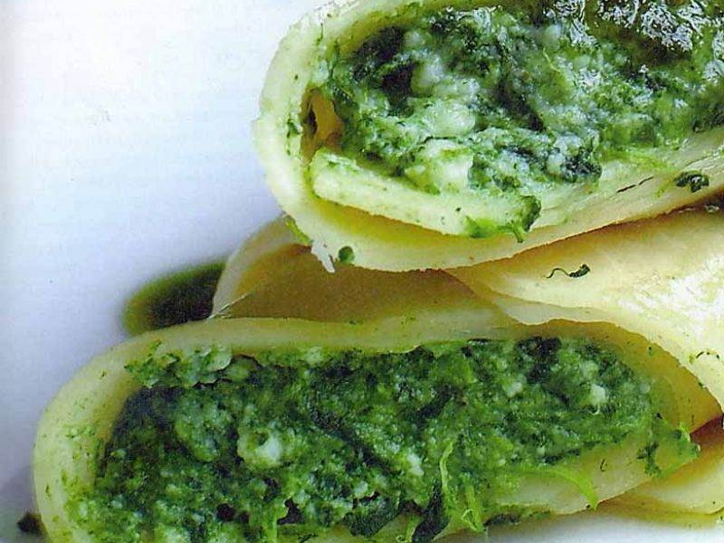 Cannelloni with ricotta, spinach and classic pesto