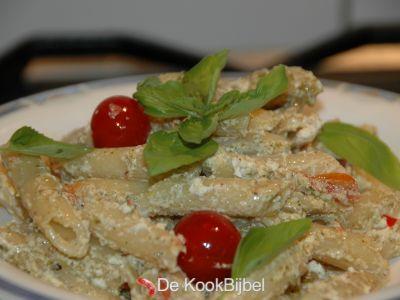 Pasta met kerstomaten, ricotta & pesto