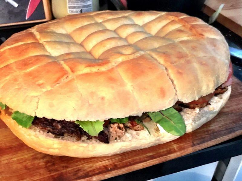 Turks brood met vleesbrood