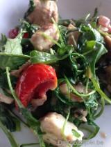 Warme salade van kip, rucola en feta
