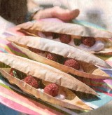 'Air Baguette' met rode vruchten, plattekaas met rozenbottel en sarawakpeper