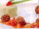 Gehaktballetjes met tomatensaus en selder