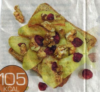 Volkoren toast met appel, veenbessen en noten