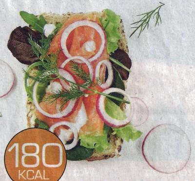 Broodje met zalm en sla