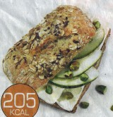 Broodje brie met peer en pistachenoten
