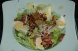 Caesar salade met spek en ei