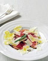 Carpaccio van kalfsvlees met rozemarijn en queso manchego