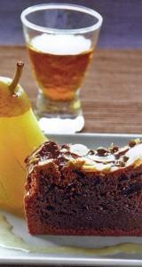 Chocolade taart met gepocheerde peer