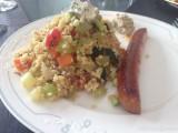 Couscous, groenten met gegrilde merguez en kruidige zure room