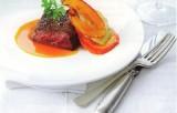 Steak van everzwijn gemarineerd met honing en citrusvruchten