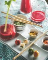 Groentesap met saké, kwarteleitjes met kruiden