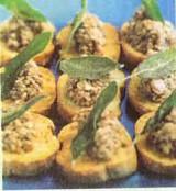 Crostini met geroosterde champignons en salie