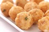 Gebakken risotto-bouletten met peterselie sabayon