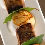 Kalfsbrochette met Sint-Jakobsvruchten, laurier en maderasausje