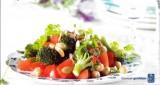 Salade van kikkererwten met geroosterde broccoli