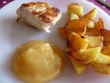 Kipfilet met appelmoes en gebakken aardappelen