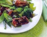 Gebakken paling met wakame en groenten met misodressing
