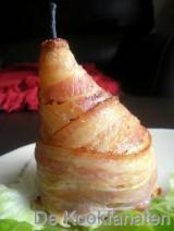 Gepocheerde peren met Brugse dentelle kaas en krokant gebakken Breydel spek