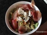 Penne met broccoli, geitenkaas en droge ham
