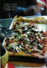 Pizza met aubergines en pancetta.