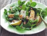 Salade met peer, walnoot en haloumi