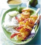Brochettes van scampi's met mango en kokosmelk