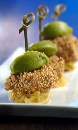 Beignets van schelvis met avocado en zoete ui