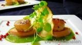 Sint-Jakobsvruchten op een puree van spinazie, foie gras en gedroogde ham.