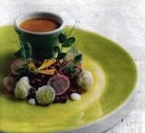 Linzensoepje met  roggebroodkruimels en  zoetzure bloemkool