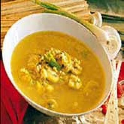 Maaltijdsoep met rijst, kokos en curry