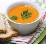 Soep van tomaat met kokos en gember