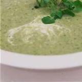 Groene groentensoep met pesto