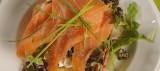 Uitsmijter met zalm, ricotta, spinazie, olijventapenade