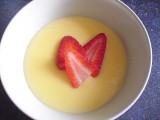 Vanillecrèmepap met aardbei en bruine suiker