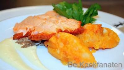 Zalm met mousseline van bloemkool en gestampte aardappel met pompoen